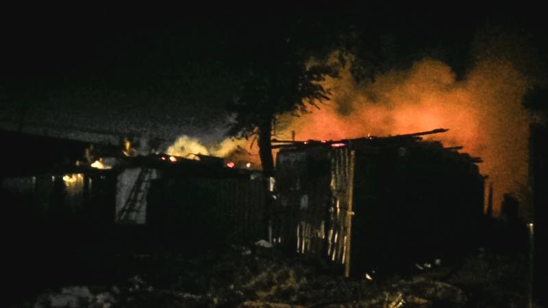 В Омске из-за неосторожного обращения с огнем сгорело 3 дома #Омск #Общество #Сегодня