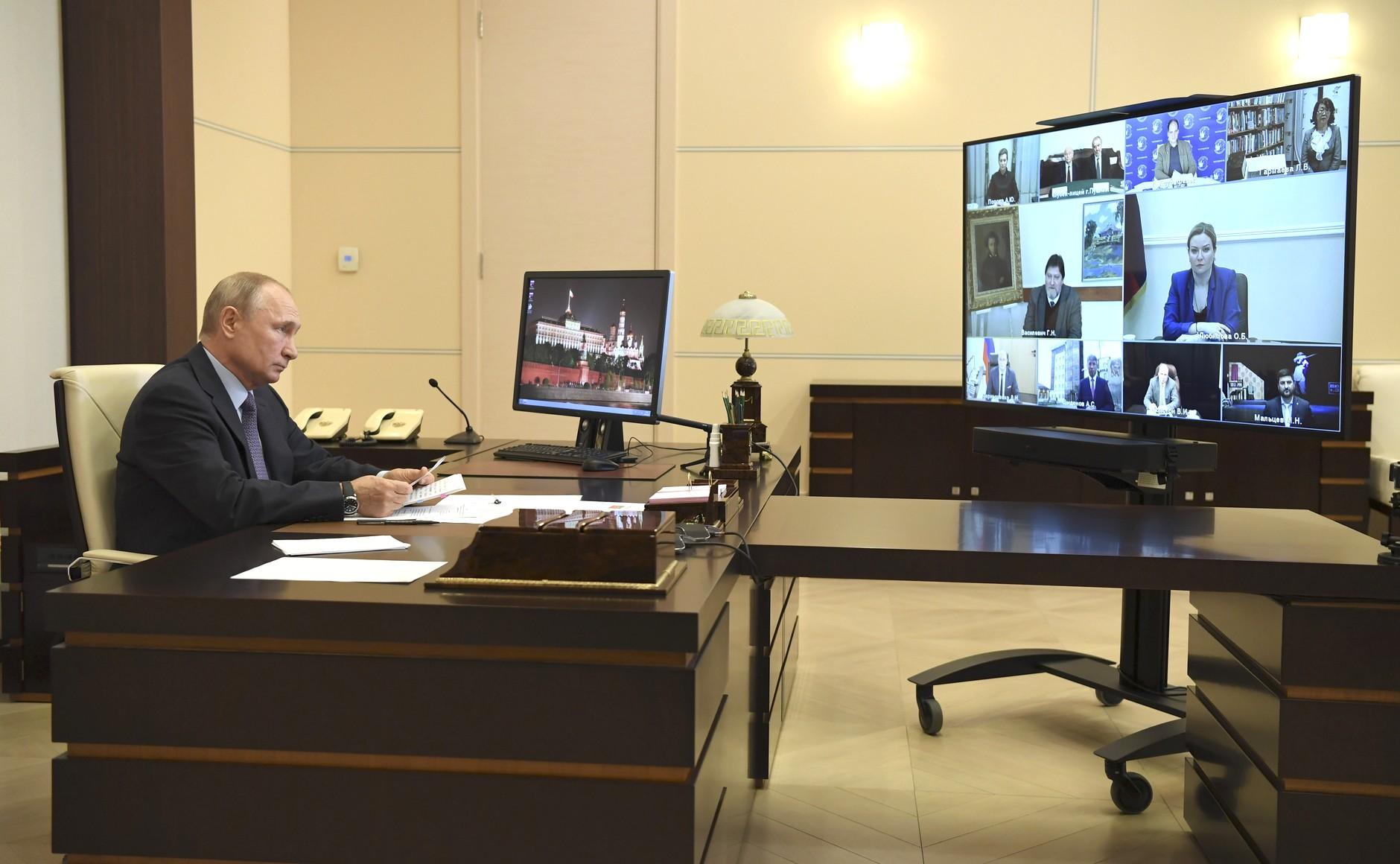 Директор омского ТЮЗа попросил у Путина рекомендаций по работе театров #Омск #Общество #Сегодня