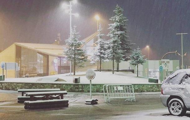 В Европе внезапно выпало много снега - фото и видео