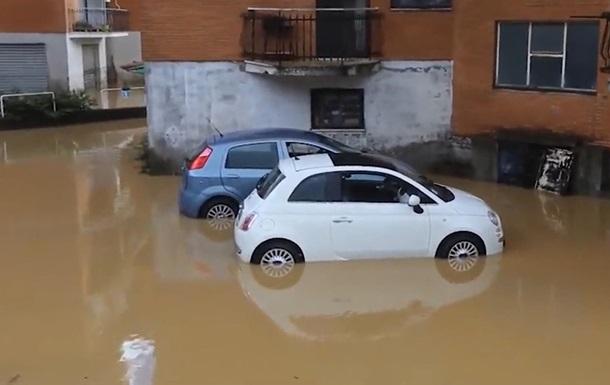 В Италии подтопления из-за непогоды, рухнул мост