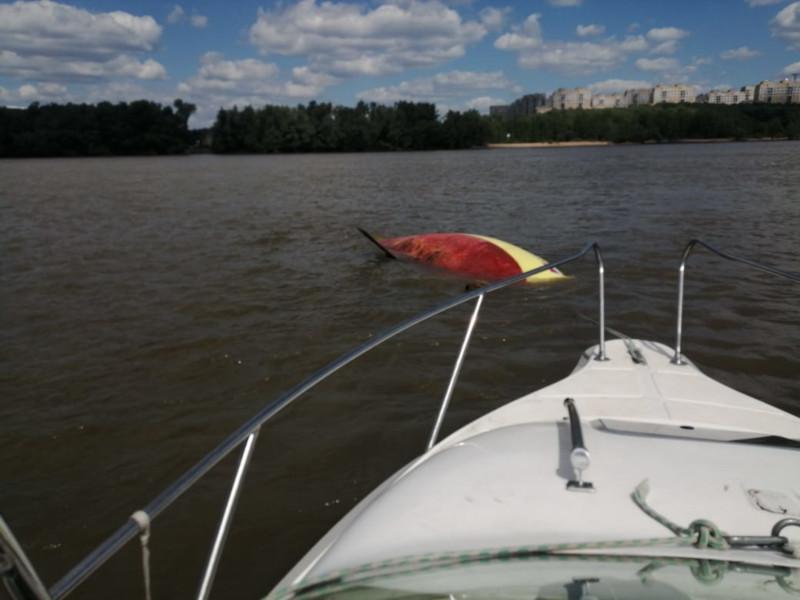 В Омске сотрудники ГИМС вытащили из воды людей и парусник #Омск #Общество #Сегодня