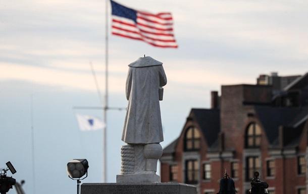 В США массово оскверняют памятники Колумбу