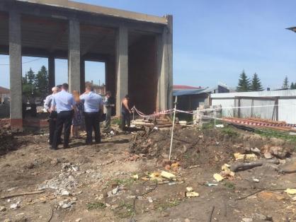 При реконструкции ДК в Таре откопали скелет священника в дубовом стволе #Омск #Общество #Сегодня