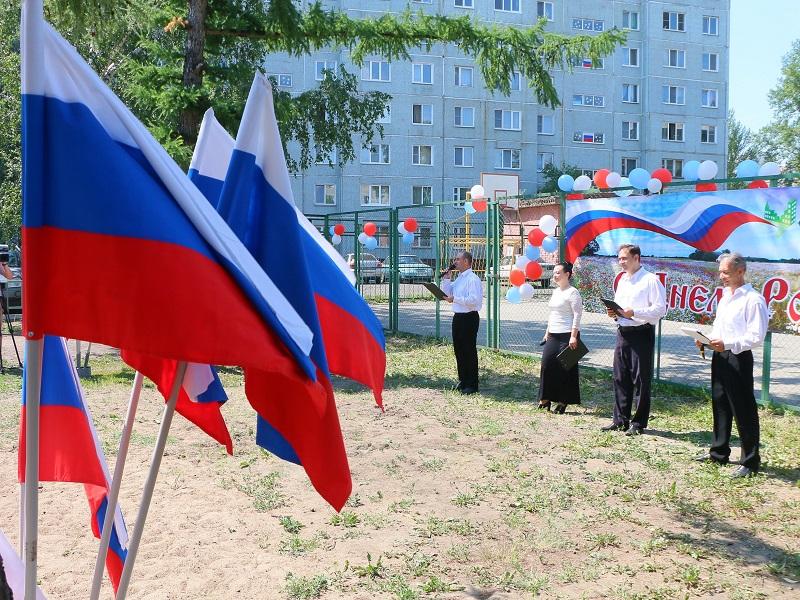 Омичам устроили концерты прямо во дворах домов #Новости #Общество #Омск