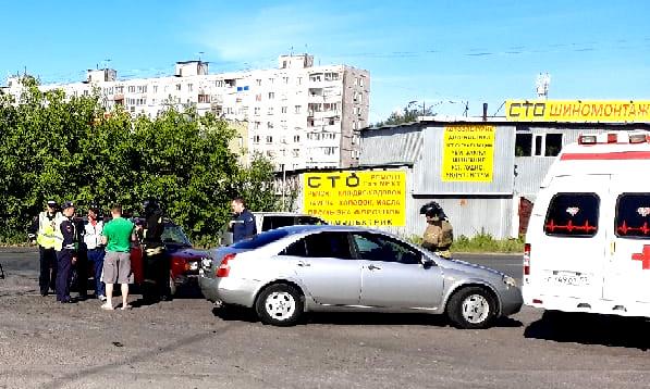 В Омске одна машина сбила велосипедиста, а другая – переехала его велосипед #Омск #Общество #Сегодня