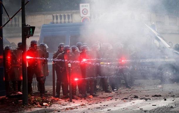 В Париже произошли столкновения между протестующими медиками и полицией