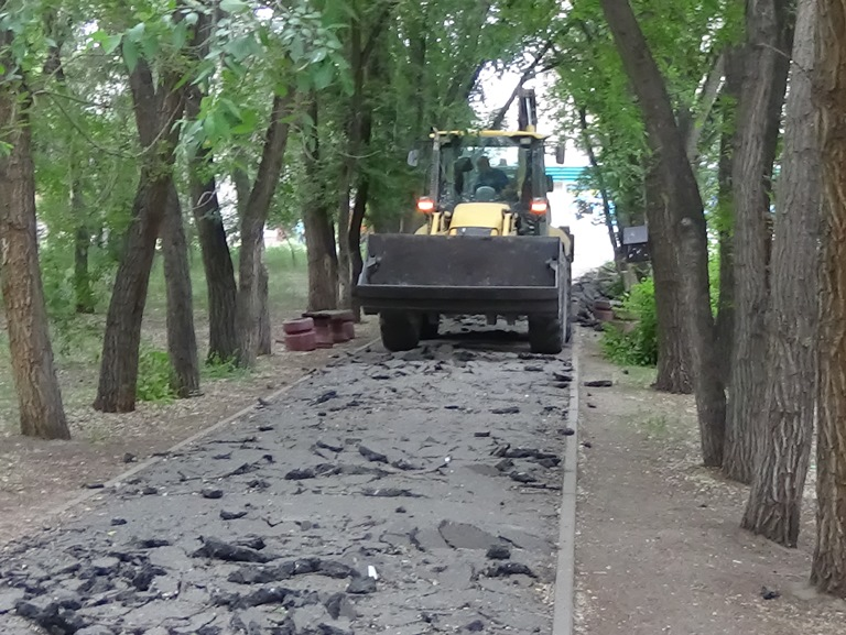 Из омского сквера Молодоженов вывезли всю некачественную плитку #Новости #Общество #Омск