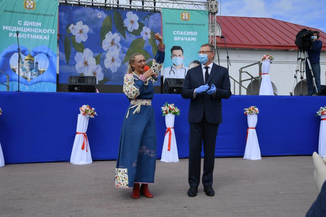 Бурков в «Омской крепости» наградил медиков, лечащих омичей от коронавируса #Омск #Общество #Сегодня