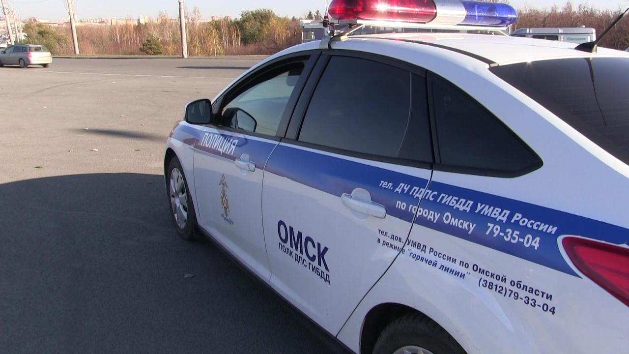 В Омской области опрокинулась иномарка, пострадали двое #Омск #Общество #Сегодня
