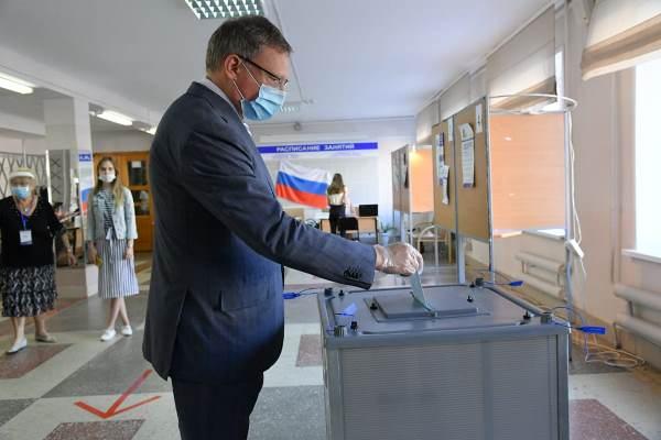 Бурков проголосовал за поправки в Конституцию #Омск #Общество #Сегодня