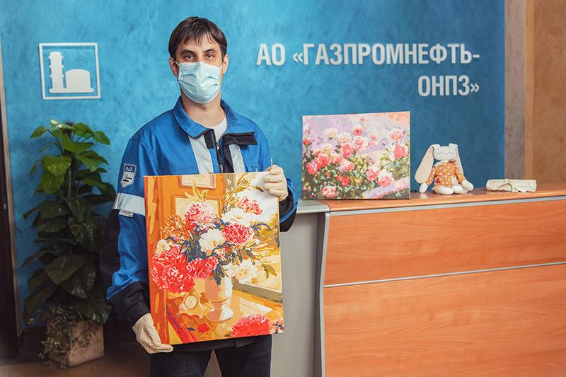Омский НПЗ провел традиционный аукцион «Мастерская добра»