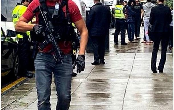 Преступник с ножом напал на людей в центре Глазго