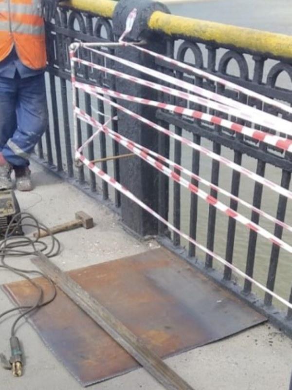Сквозную дыру на Ленинградском мосту в Омске оперативно заделали #Новости #Общество #Омск