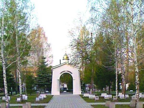 Омичка из неприязни к покойнику напала на его могилу #Омск #Общество #Сегодня