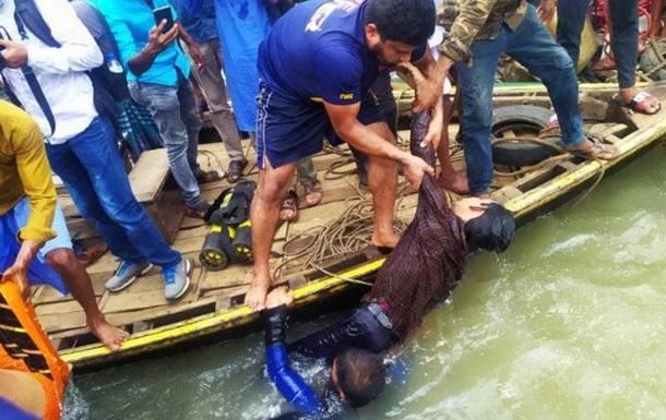 В Бангладеш 30 человек погибли при опрокидывании лодки. Фото 18+