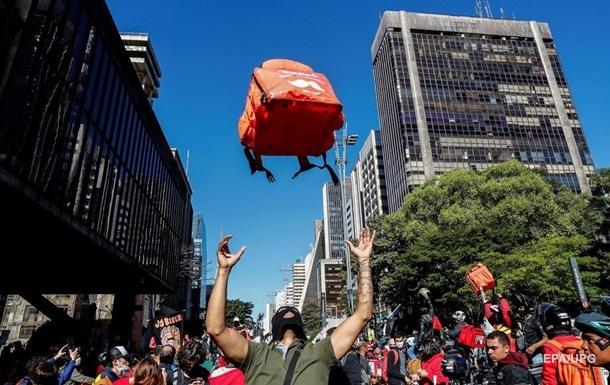 В Бразилии прошли протесты из-за игнорирования властями пандемии