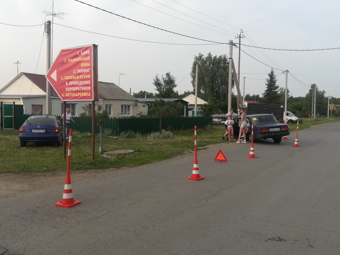 Иномарка протаранила толпу девушек на проспекте Маркса #Омск #Общество #Сегодня