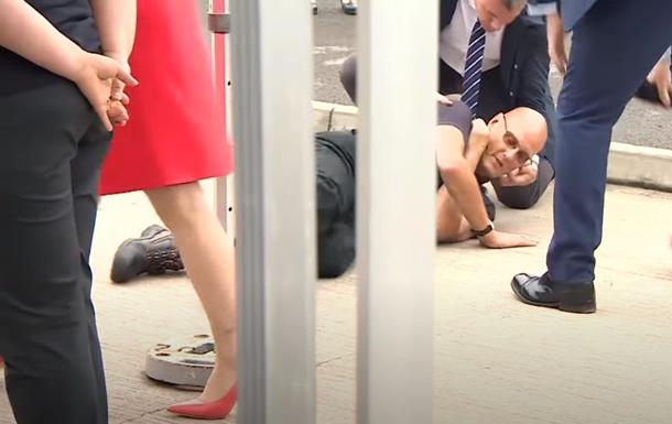 Продавец упал в обморок при виде принца Чарльза