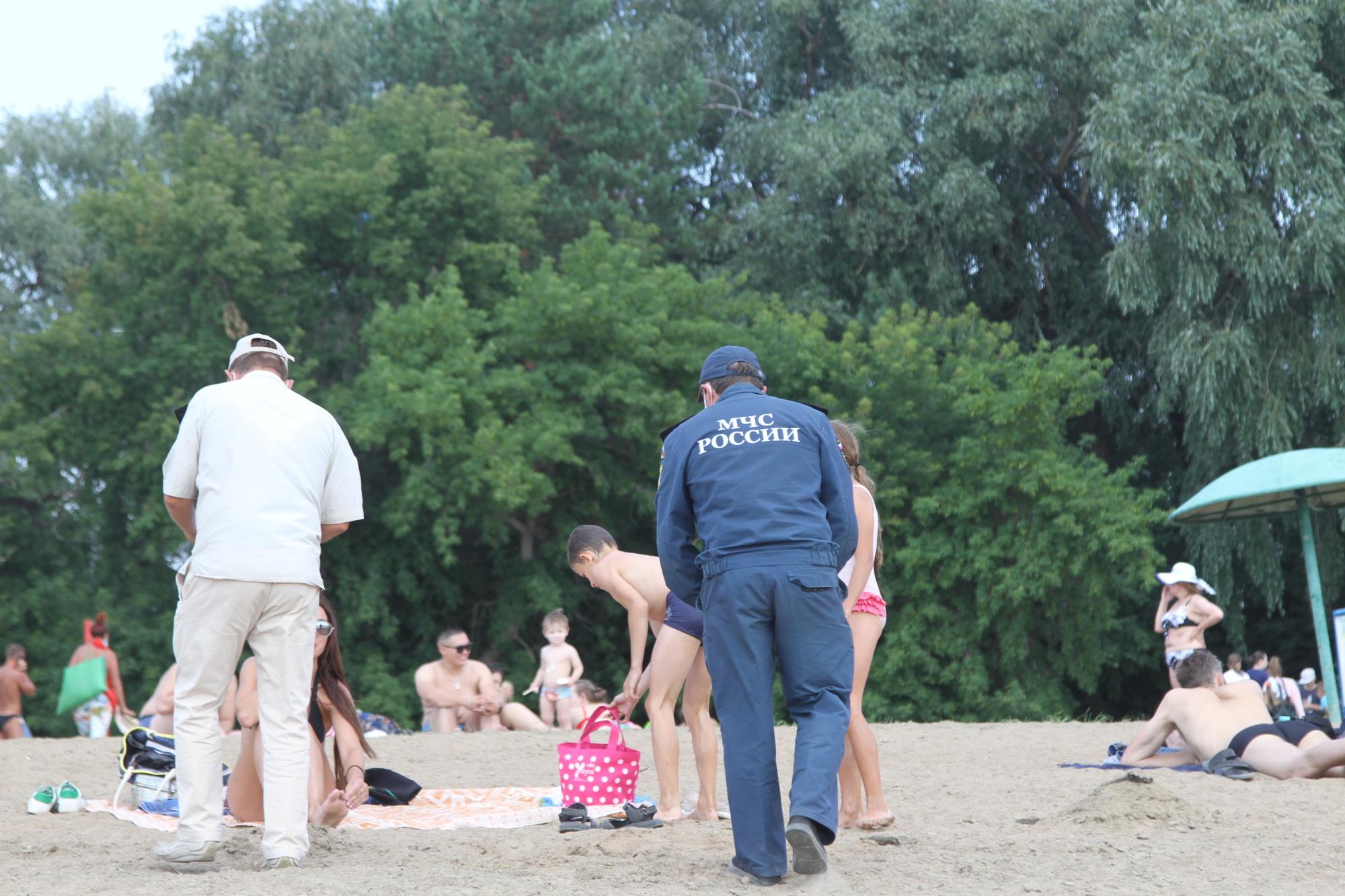 Омичей десятками ловят на «диких» пляжах #Омск #Общество #Сегодня