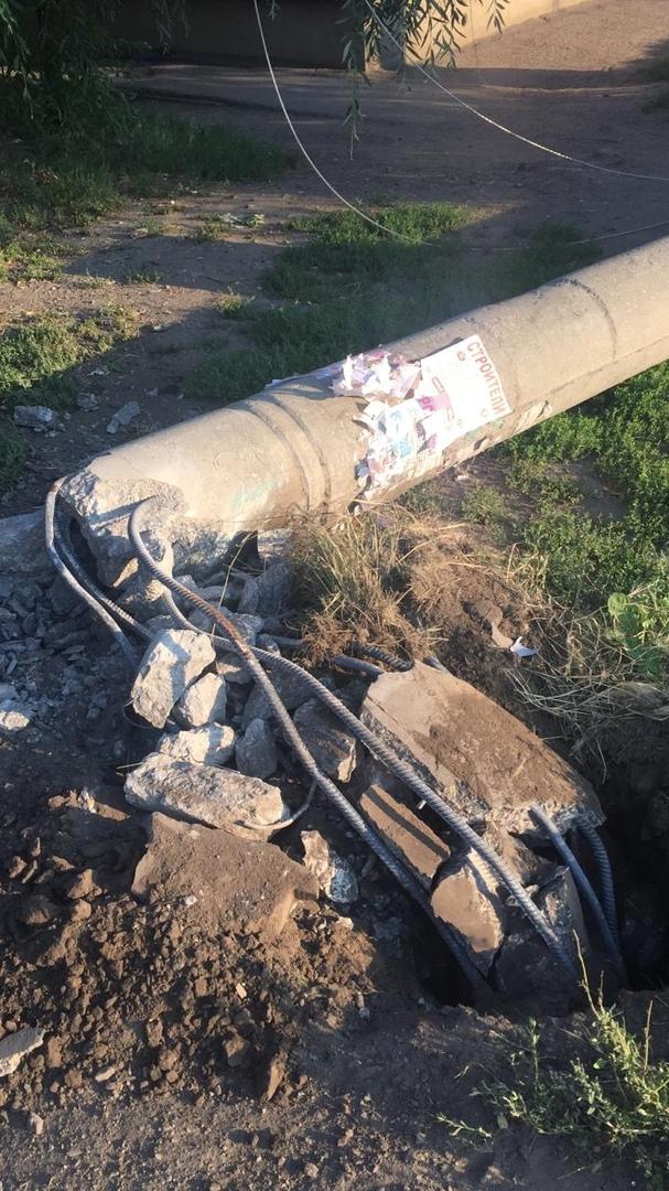 Молодой омич снес бетонный столб, но выжил #Новости #Общество #Омск