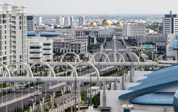 В живущей без коронавируса Туркмении закрыли мечети и остановили поезда