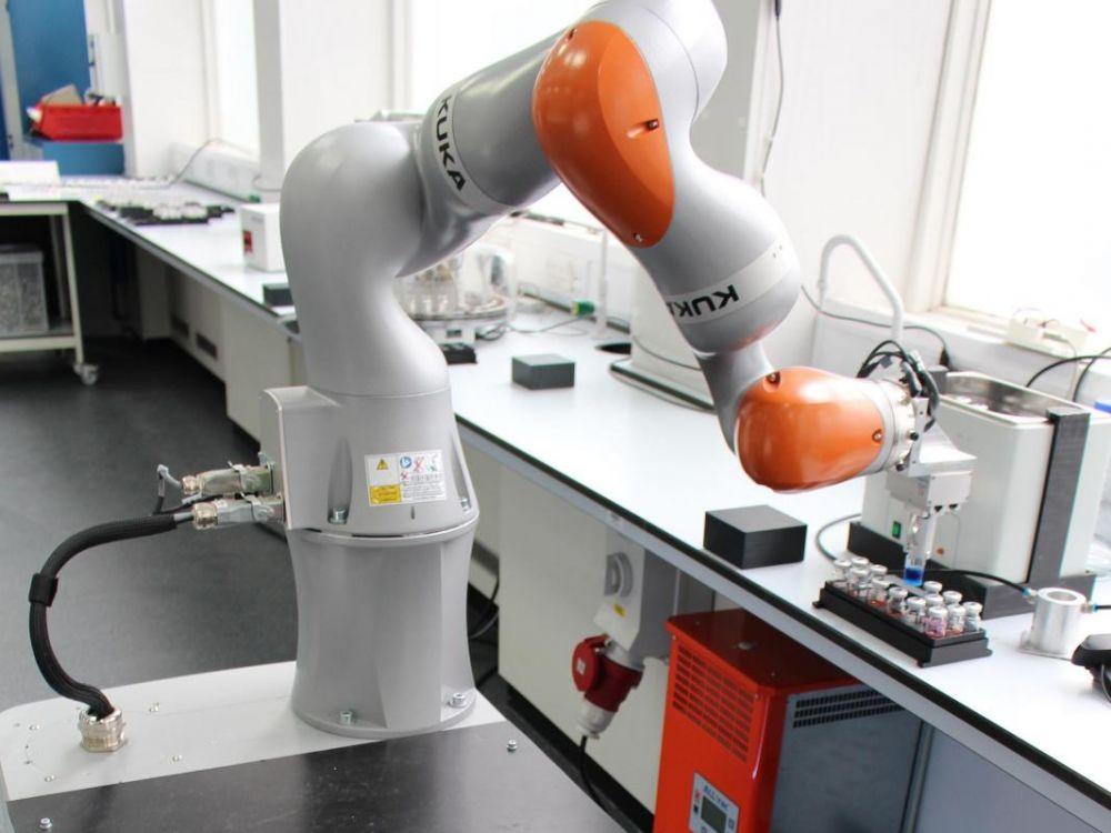 Новый автономный робот «химик», созданный для поддержки исследователей