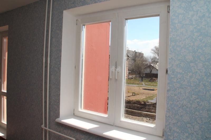 Годовалая девочка выпала из окна в Омске #Омск #Общество #Сегодня
