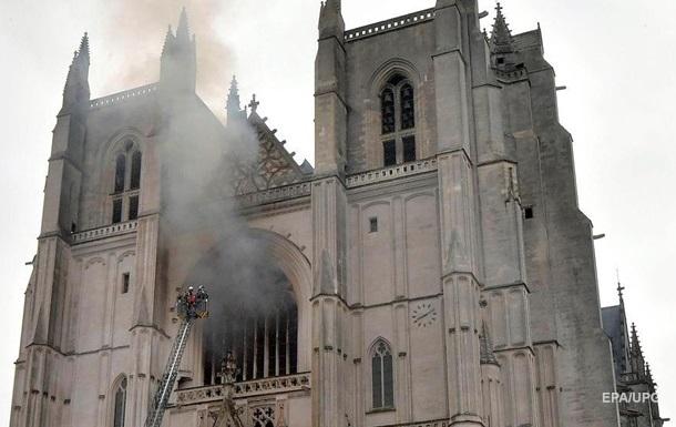 Пожар в древнем соборе Франции: задержан мигрант