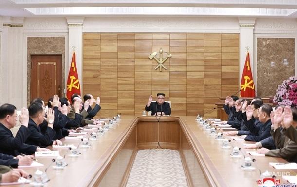 Ким Чен Ын обсудил боеготовность армии с партийной верхушкой