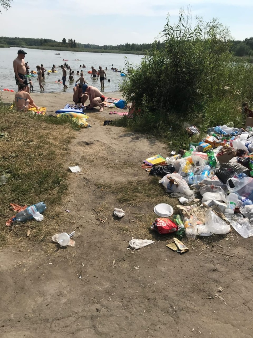 Омичи возмущены огромной кучей мусора в парке Победы #Новости #Общество #Омск