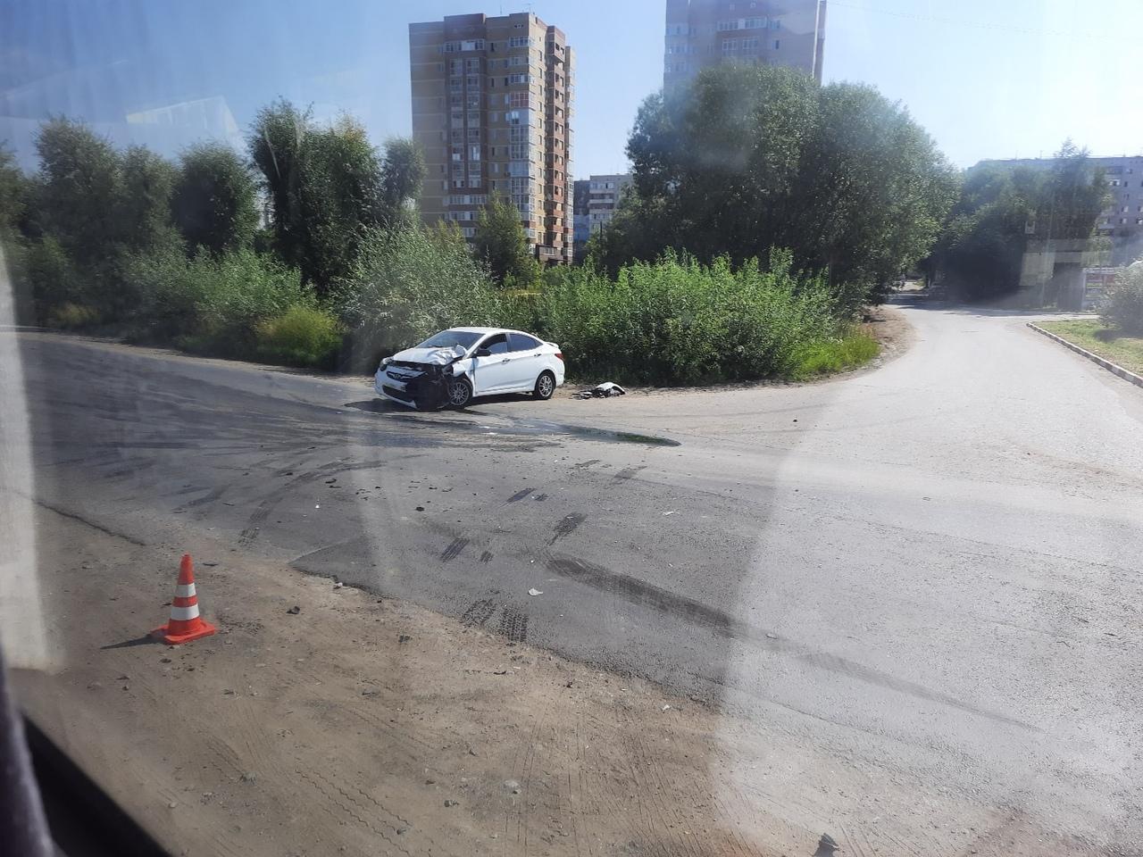 В Омске женщина-водитель неосторожным маневром перевернула грузовую «газель» #Новости #Общество #Омск