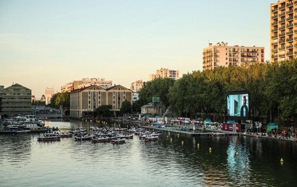 """В Париже появился первый """"кинотеатр на воде"""""""