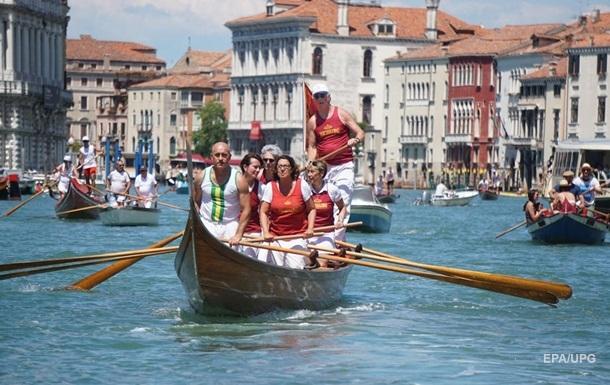 Гондольеры в Венеции ограничат число мест в лодках