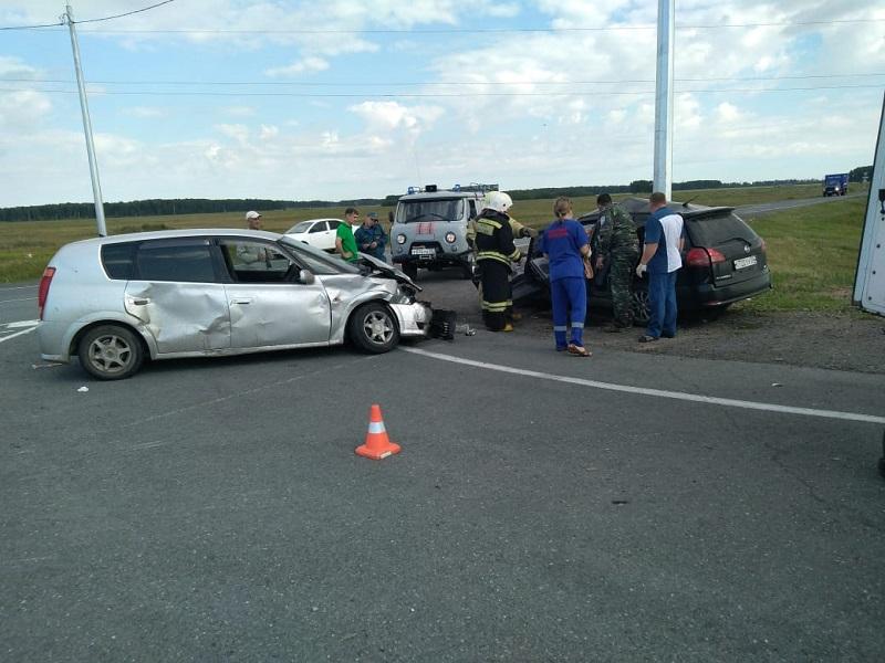 На омской трассе произошло ДТП, в котором пострадали ребенок и три женщины #Новости #Общество #Омск