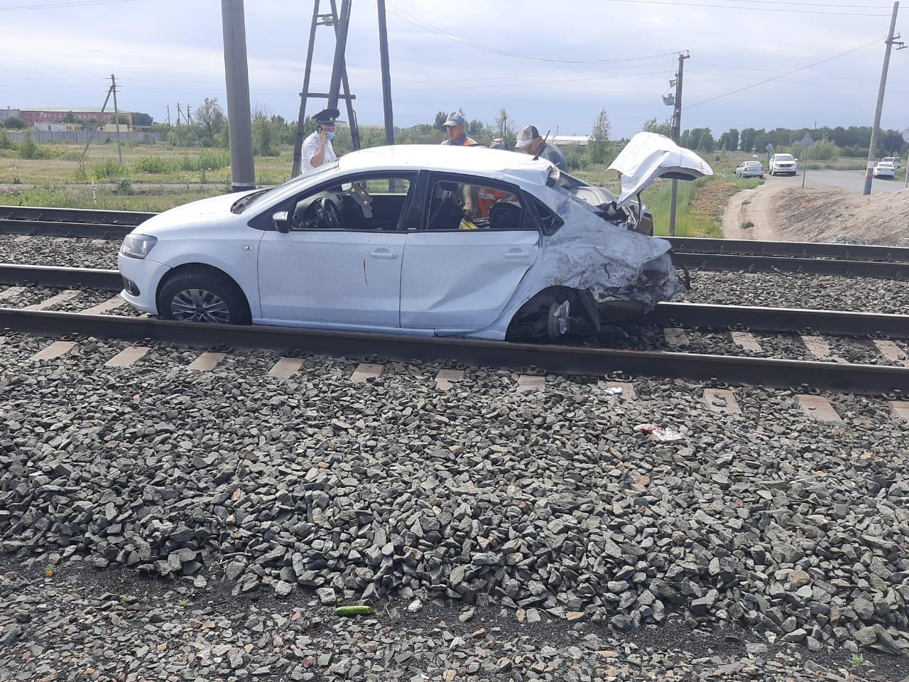 Омичка с 3-летней девочкой в машине въехала под товарный поезд #Новости #Общество #Омск