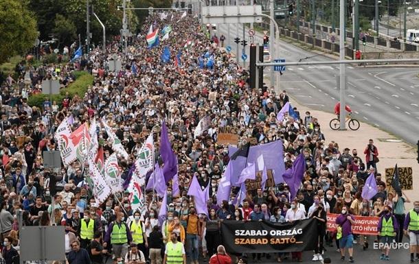 В Венгрии протестуют против давления Орбана на СМИ