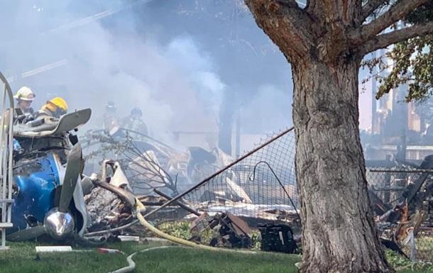 Падение самолета на дом в США: половина людей выжили