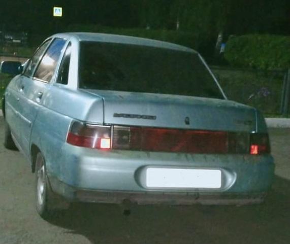 В Омской области водитель наехал на торговый прилавок, сбил женщину и уехал #Омск #Общество #Сегодня