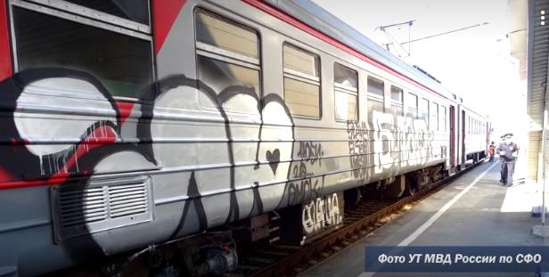 Омичи разрисовали электричку граффити и теперь могут стать уголовниками #Омск #Общество #Сегодня