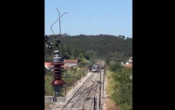 Поезд столкнулся с машиной в Португалии: СМИ пишут о жертвах