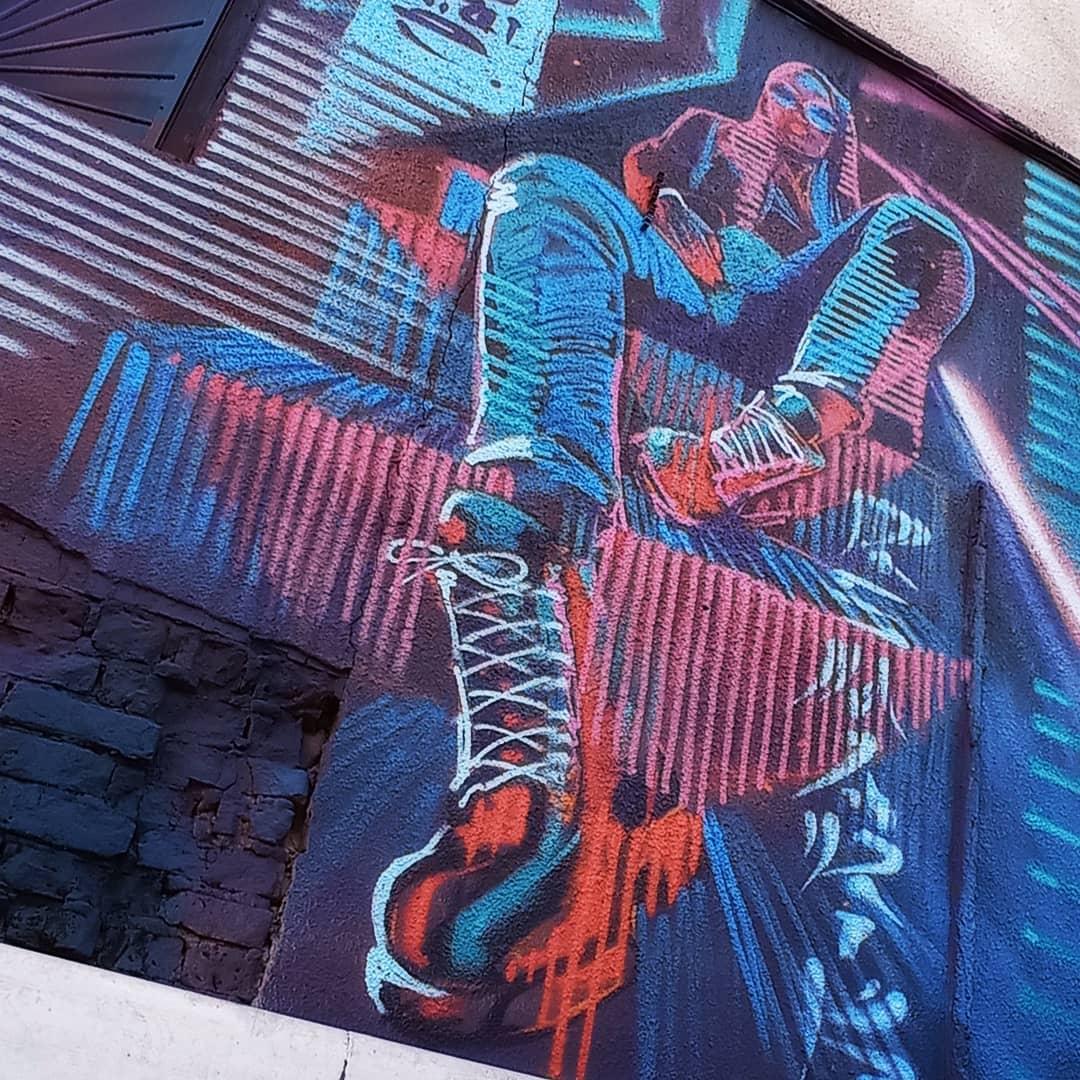 Омские граффитисты экспромтом нарисовали картину в центре города #Омск #Общество #Сегодня