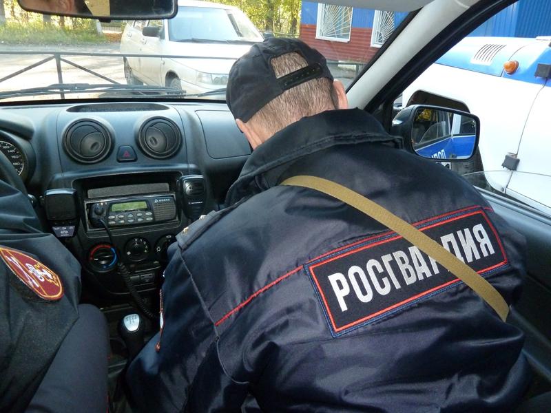Омич пришел в гости, схватил топор и стал угрожать хозяину #Новости #Общество #Омск