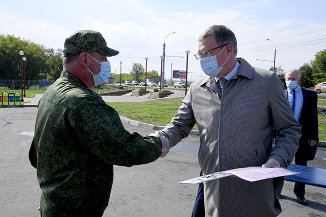 Бурков вручил новую технику охотинспекторам #Омск #Общество #Сегодня