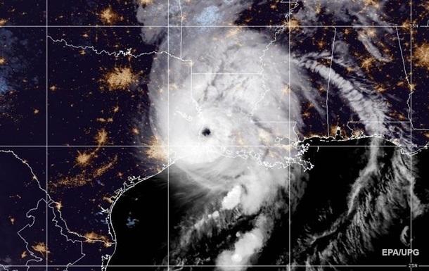 Число жертв шторма Лаура возросло до шести человек