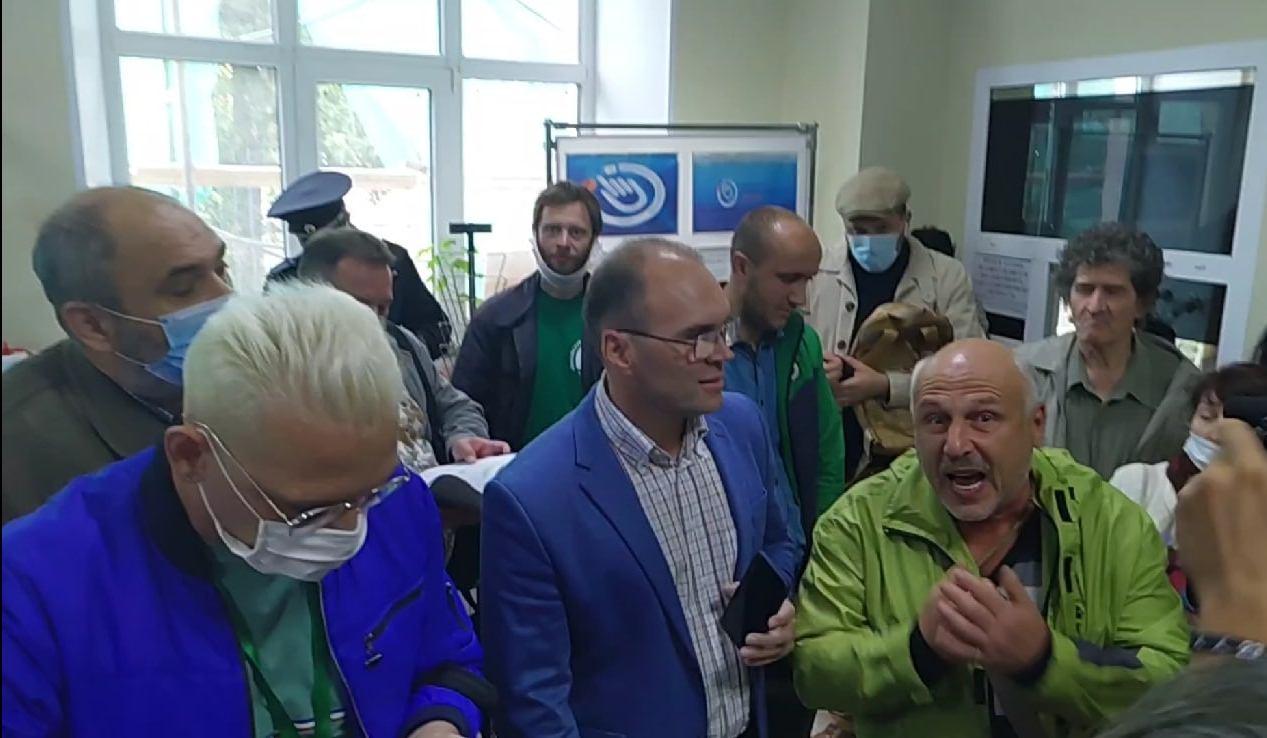Полиция и бабочки: как прошли слушания о судьбе дендросада в Омске #Новости #Общество #Омск