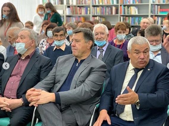 Полежаев остался в восторге от библиотеки, которую вчера открыл Бурков #Новости #Общество #Омск