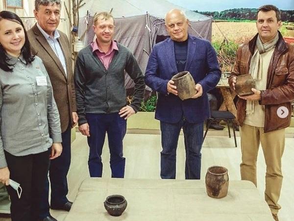 Назаров поделился горшками с музеем на своей родине #Новости #Общество #Омск