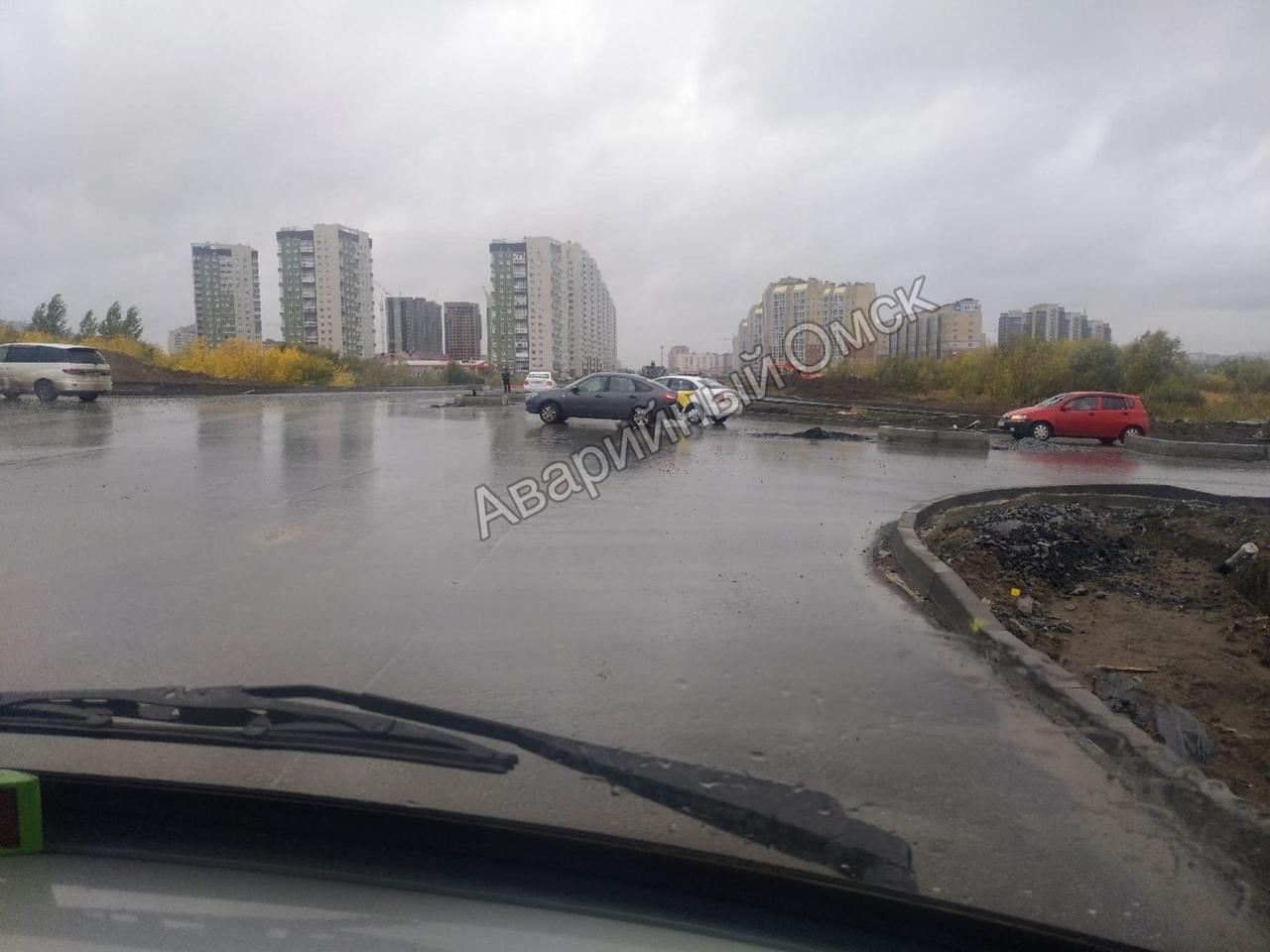 На недостроенной дороге за миллиард в Омске уже произошло ДТП #Омск #Общество #Сегодня