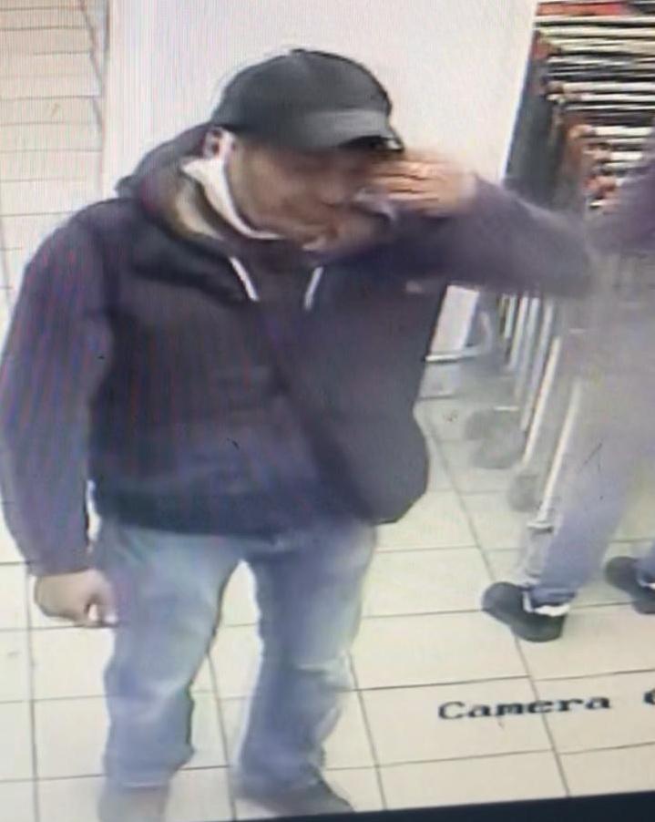 В Омске ищут двух клептоманов и похитителя сумки из камеры хранения #Омск #Общество #Сегодня