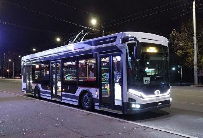 Омичи заметили на улицах города суперсовременный троллейбус «Адмирал» #Новости #Общество #Омск